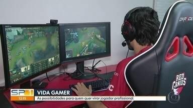Saiba como vivem os gamers e quais são as possibilidades para quem quer ser profissional - Atletas virtuais se concentram no Game Show - maior evento de games da América Latina - e têm rotina de treinos.