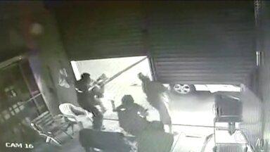 Cliente reage a assalto em Brasília e mata assaltante - Três adolescentes assaltaram posto de gasolina e um morreu. Os outros dois foram apreendidos no hospital.