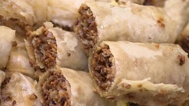 Empresária aposta em fábrica de doces árabes em parceria com chef iraquiano - A doceria atende toda região de Mogi das Cruzes, do Vale do Paraíba e também São Paulo. Tem 35 tipos de doces, que custam de cinco a R$ 2,50. Em média são fabricados de 1200 a 1500 doces por dia.