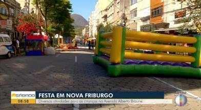 Diversas atividades para as crianças na Avenida Alberto Braune - Festa em Nova Friburgo.