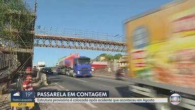 Passarela danificada após acidente em Agosto ainda traz transtornos - Estrutura provisória montada na Rodovia Fernão Dias em Contagem não fica pronta no início da manhã desta segunda-feira.