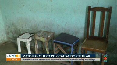 Sumiço de celular termina com um homem morto na Paraíba - Homens estavam bebendo em uma casa, na cidade de Alagoa Nova, e o dono do aparelho esfaqueou colega.