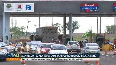 Manifestantes protestam contra tarifa de pedágio cobrada em Jataizinho - Para carros é cobrado R$ 23,70, a mais cara do Estado.