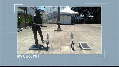 #VCnoJPB1 : Telespectadora mostra estátua de Jackson do Pandeiro quebrada - As imagens foram enviadas por Ana Lívia.