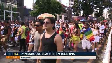 """Milhares de pessoas se reúnem na 3ª Parada Cultural LGBT de Londrina - O tema escolhido foi """"Cidadania: Por equidade de direitos e respeito à diversidade""""."""