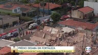 Bombeiros trabalham nos escombros de prédio que desabou em Fortaleza - O prédio ficava no bairro Dionísio Torres, área de classe média da cidade.