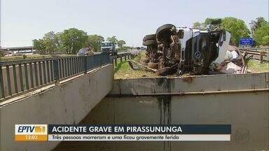 Três pessoas morrem e uma fica ferida em acidente na rodovia Anhanguera em Pirassununga - Vítimas fatais estavam em um carro que bateu de frente com um caminhão.