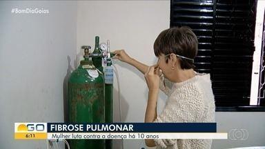 Mulher pede ajuda para comprar equipamento portátil de oxigênio, em Goiás - Hoje, ela precisa carregar consigo um tanque de quase 40 kg por onde vai.