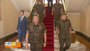 Comandante-geral do Exército cumpre agenda oficial no Recife - Ele visitou o governador de Pernambuco no Palácio do Campo das Princesas.