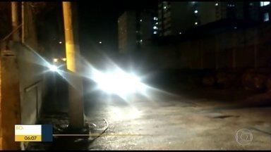 Moradores denunciam falta de iluminação em rua do bairro São Francisco Xavier - A rua Santos Melo está às escuras.