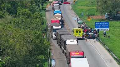 Motorista foge depois de acidente na BR-277 - Uma ciclista que se envolveu no acidente morreu.