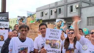 Morte de empresário durante abordagem da Brigada Militar gera protesto em Pelotas - Familiares a amigos protestam.