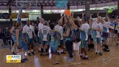 Começam os Jogos Municipais dos Idosos, em Campo Grande - Eles disputam várias modalidades.