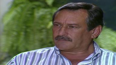 Capítulo de 12/05/1988 - Altino procura Donato e Robério para conversar sobre o pedido de Cláudia. Donato sugere que Altino doe as terras para o filho. Marília pede a Lourdes que vigie Cláudia e Fernando.