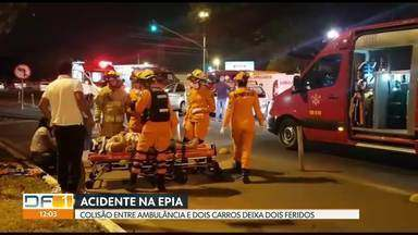 Acidente entre ambulância e dois carros deixa feridos na EPIA - Dois pacientes que estavam sendo transportados para o DF se feriram e foram levados para o hospital de Base e o HMIB.