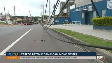 Carros batem e danificam nove postes - Várias casas e comércios ficaram sem luz no Sítio Cercado.