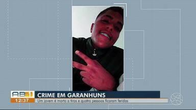 Homem é morto a tiros e quatro pessoas são baleadas em Garanhuns - Vítimas estavam dentro de uma residência no bairro Liberdade.