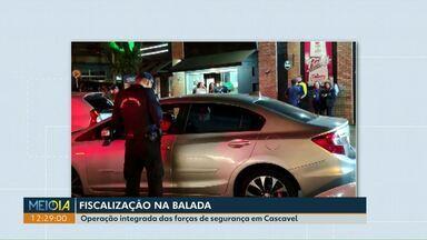 Dois bares são fechados e notificações de trânsito são lavradas durante operação na Paraná - A operação foi realizada no intuito de melhorar a situação na região dos bares e restaurantes da rua Paraná.