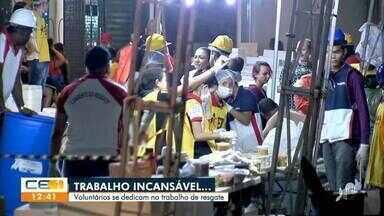 Voluntários se dedicam no trabalho de resgate - Saiba mais no g1.com.br/ce