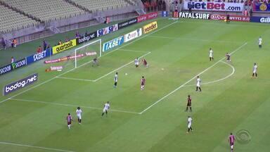 Grêmio perde de virada para o Fortaleza neste sábado (19) - Partida terminou 2 a 1 para o adversário.