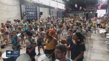 Aquecimento para carnaval de 2020 reúne blocos em barracão na Região Noroeste de BH - Ritmistas aproveitam para testar os arranjos.