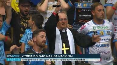 Vitória do Pato nas quartas de final da Liga Nacional de Futsal - Pato venceu o Carlos Barbosa, do RS, por 3 a 0 e garantiu a vantagem do empate para a próxima partida.