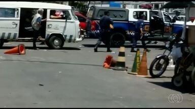 Confusão entre ambulantes e guardas revolta frequentadores da região da 44, em Goiânia - Um homem foi atingido por uma bala de borracha.
