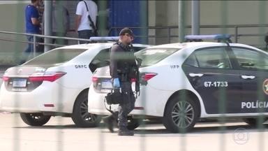 Quadrilha invade terminal de cargas do Galeão, no Rio, e rende funcionários - De acordo com testemunhas, a quadrilha deixou o local levando equipamentos que estavam em dois caminhões.