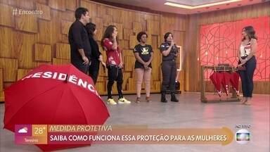 Saiba como funciona a medida protetiva para a mulheres - A major Cláudia Moraes tira dúvidas da plateia sobre o que pode ser considerado abuso em um relacionamento