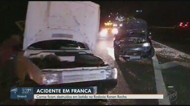 Dois ficam feridos após batida entre 2 carros em rodovia de Franca, SP - Acidente ocorreu na Rodovia Engenheiro Ronan Rocha, na tarde de terça-feira (22).