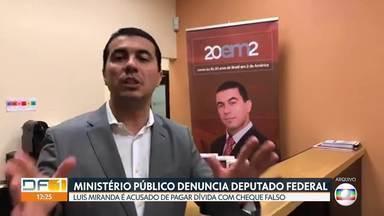 Deputado Luís Miranda e mais duas pessoas são denunciadas por estelionato - A acusação do Ministério Público é de fraude em cheques usados para pagar uma dívida de aluguel. Miranda afirma que quitou a dívida e que não tem relação com os supostos cheques utilizados.