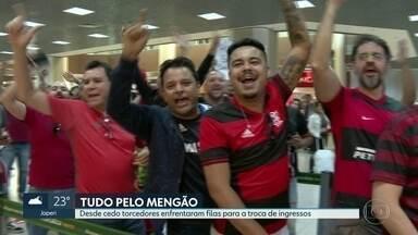 torcedores do Flamengo fizeram fila desde cedo para a troca de ingressos. - Nos dois pontos de troca, as filas eram grandes. O saguão do aeroporto Santos Dumont ficou lotado e 8 mil pessoas estiveram na loja do Flamengo, na sede da Gávea