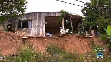 Obra ainda não foi feita na Vila Nambi depois de deslizamento de barranco em Jundiaí - Há seis meses, um barranco deslizou e invadiu uma rua na Vila Anhembi, em Jundiaí (SP), e até o momento nenhuma obra foi feita no local.