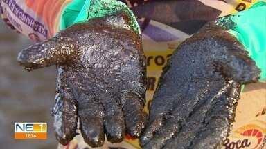 Contato direto com óleo que atinge praias do Nordeste pode causar problemas de saúde - Voluntários e militares que atuam no recolhimento da substância precisam adotar cuidados.