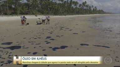Manchas chegam à Ilheus, cidade que agora é o ponto mais ao sul atingido pelo desastre - As manchas chegaram nesta sexta-feira (25) por volta das 4 horas da manhã, em Ilhéus, no sul da Bahia. O óleo atingiu pelo menos 1,5km da praia norte.