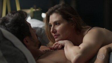 Natasha novamente questiona Marcos sobre Paloma - Natasha e Marcos namoram na cama