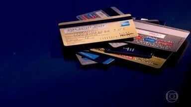 Juros do cartão de crédito e do cheque especial sobem em setembro - Os juros do cartão de crédito subiram, apesar da trajetória da queda na taxa Selic, que são os juros básicos da economia.