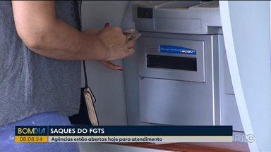 Agências da Caixa estão abertas para o saque do FGTS - O valor a ser sacado é de até R$ 500.