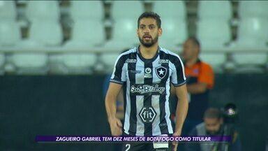 Com 10 meses no clube, zagueiro Gabriel é um dos destaques do Botafogo - Com 10 meses no clube, zagueiro Gabriel é um dos destaques do Botafogo