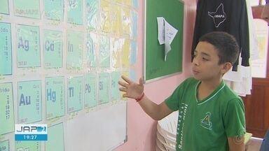 Estudante de Macapá cria tabela periódica para pessoas com deficiência visual - Aluno propõe iniciativa para inclusão social na educação.