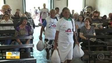 Fieis de diferentes religiões participam da campanha Natal Sem Fome - Objetivo é proporcionar uma ceia digna para famílias.