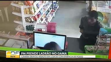 PM prende ladrão de loja de conveniência no Gama - Uma câmera de segurança gravou o homem assaltando a funcionária do caixa da loja de um posto de combustíveis do Gama. Ele foi preso durante o patrulhamento dos policiais.