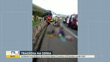 Acidente com ônibus de turismo deixa deixa 2 mortos e 53 feridos na BR-040 - Motorista perdeu o controle do veiculo ao tentar fazer uma curva. A suspeita é de que o veiculo perdeu o freio. Grupo de Minas Gerais iria para Copacabana. Vítimas em estado grave continuam internadas.