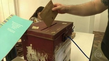 Eleição para presidente no Uruguai vai para o segundo turno - A coalização de centro-esquerda uruguaia saiu na frente com Daniel Martínez, mas com a proporção de votos mais baixa desde a virada do século. O seu rival será de centro-direita, Luis Lacalle Pou.