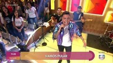 Felipe Araújo canta 'Atrasadinha' - Cantor fala sobre vídeo que emocionou público ao cantar ao lado dos sobrinhos durante um show, filhos de Cristiano Araújo