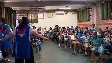 Projeto nas escolas ensina crianças a reconhecer os sintomas do AVC - O projeto é liderado pelo Hospital Moinhos de Vento e realizará atividades em cinco escolas públicas da capital.