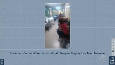 Superlotação faz com que pacientes sejam atendidos em corredores - Situação incomoda população que precisa de atendimento no Hospital Regional.