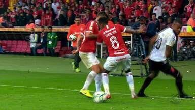 Inter enfrenta o Athletico-PR e busca vaga na Libertadores de 2020 - Time gaúcho perdeu a Copa do Brasil deste ano para os paranaenses.