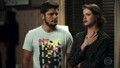 Jô se surpreende ao descobrir que Téo está vivo - A patricinha afirma à polícia que passou a noite com William