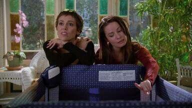 Pequenos Monstros - Após matar o demônio Manticore, as irmãs precisam decidir o que fazer com o bebê dela. Paige ajuda Darryl.